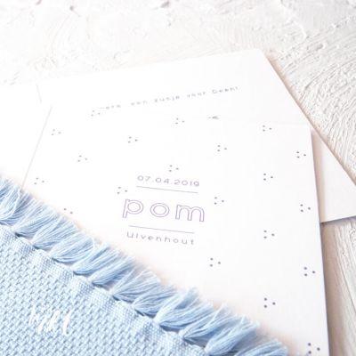 Letterpress geboortekaartje met kleine stipjes - Pom