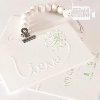 Letterpress geboortekaartje met handgetekende bloem