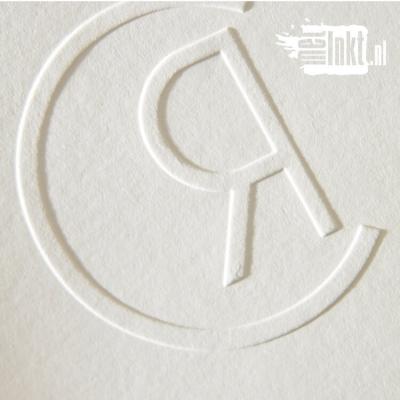 Letterpress trouwkaart met trouwlogo